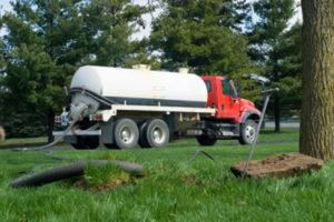 septic tank emptying truck